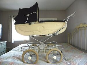 VINTAGE 1970'S PEREGO BABY CARRIAGE / PRAM -- RARE MODEL -- EXCELLENT CONDITION