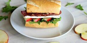 300 Delicious Sandwich Recipes ebook