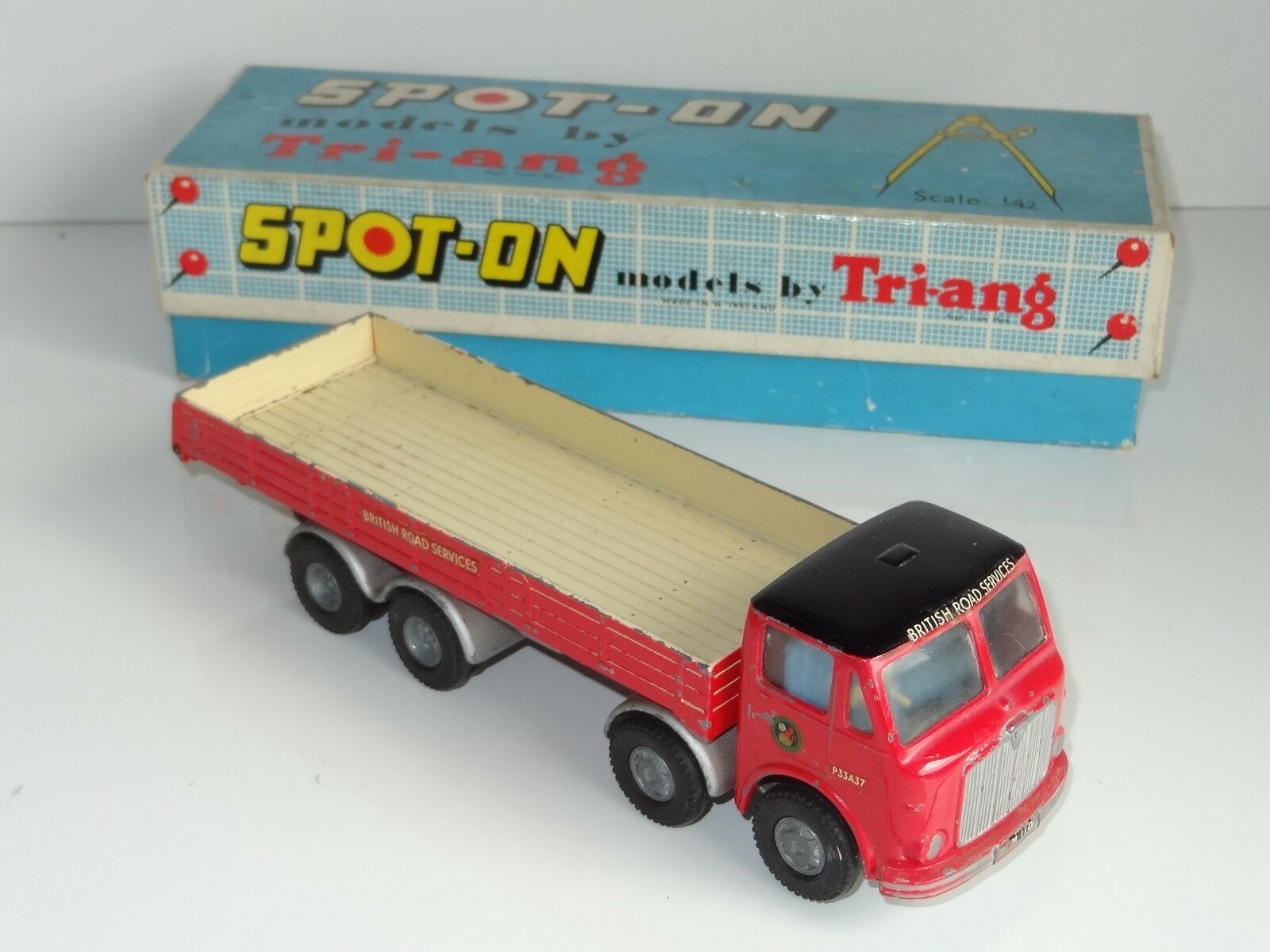 (A) triang spot on AEC BRITISH ROAD SERVICES - 110 3