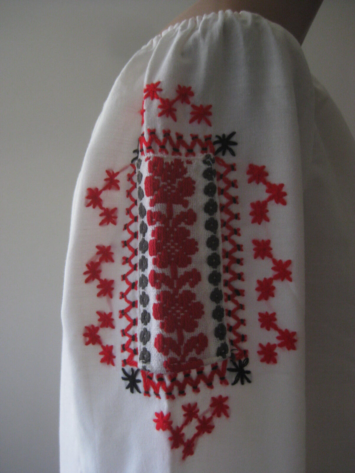 HUNGARIAN HAND Embroidered BLOUSE vintage - image 6