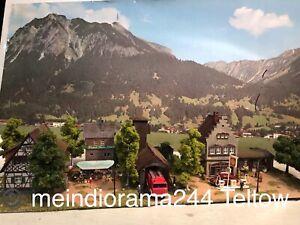 Diorama-Altstadt-Tankstelle-beleuchtet-Feuerwehr-Figuren-patiniert-gealtert-H0