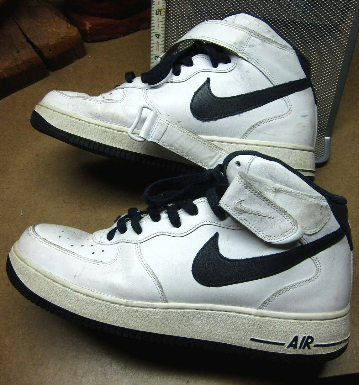 NIKE AIR FORCE 1 white tennis shoes 2011 size 10½ basketball