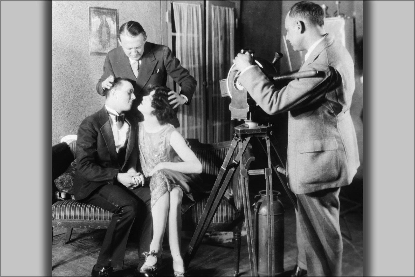Plakat, Viele Größen; Edmund Goulding Helfend Zwei Actors Kuss 1927