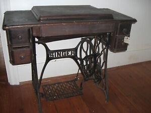 ANTIQUE-SINGER-SEWING-MACHINE-Redeye-Model-66-Treadle-Oak-Cabinet-1920