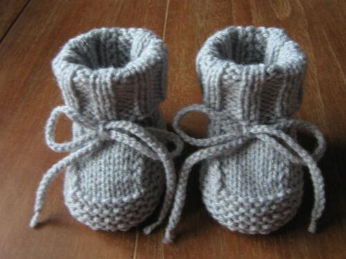 Babysöckchen*Babyschuhe*Socken*gestrickt*Handarbeit*hellgrau*ca.9,5-10 cm*