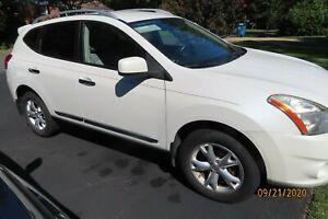 2011-Nissan-Rogue-SV