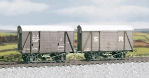 Ratio-594-SR-12-ton-Even-Planked-Ventilated-Box-Van-M-W-Plastic-Kit-OO-Gauge