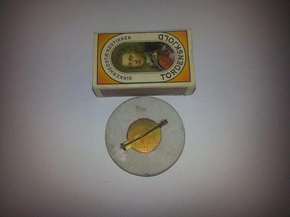 Broche, andet materiale, Keramisk broche med guldkant