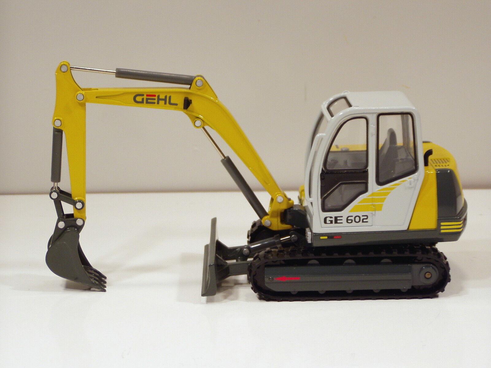 Gehl  GE602 Excavateur - 1 25 - Die Cast Promotions  908618 - Comme neuf IN BOX  sortie en ligne