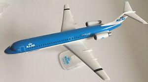 KLM-Cityhopper-Fokker-100-Massstab-1-100-Snap-Fit-Model-NEU-OVP-Modellflugzeug