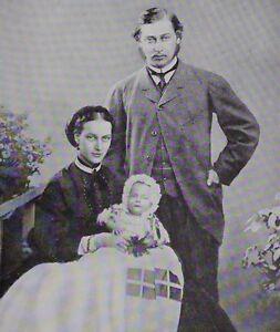 1910-PRINT-KING-EDWARD-VII-1861-EDWARD-AND-ALEXANDRA-WITH-PRINCE-ALBERT-VICTOR