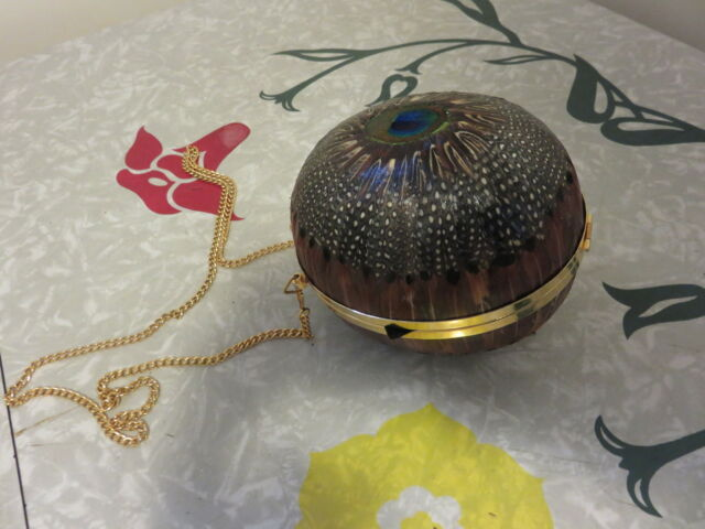 Comeco Peacock and Pheasant Bird Feather Coconut Shaped Round Chain Purse