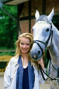 Katja-Studt-with-Horse-Film-TV-7-7-8x11-13-16in-Photo-Not-Signed-Nr-2-9