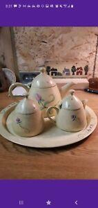 Vintage Métal Théière Set plateau, théière, pot à lait & sucrier. Heavy