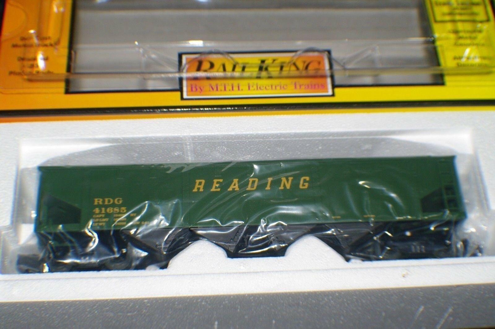 O SCALE MTH READING RR HOPPER WITH OPERATING COAL LOAD NEW