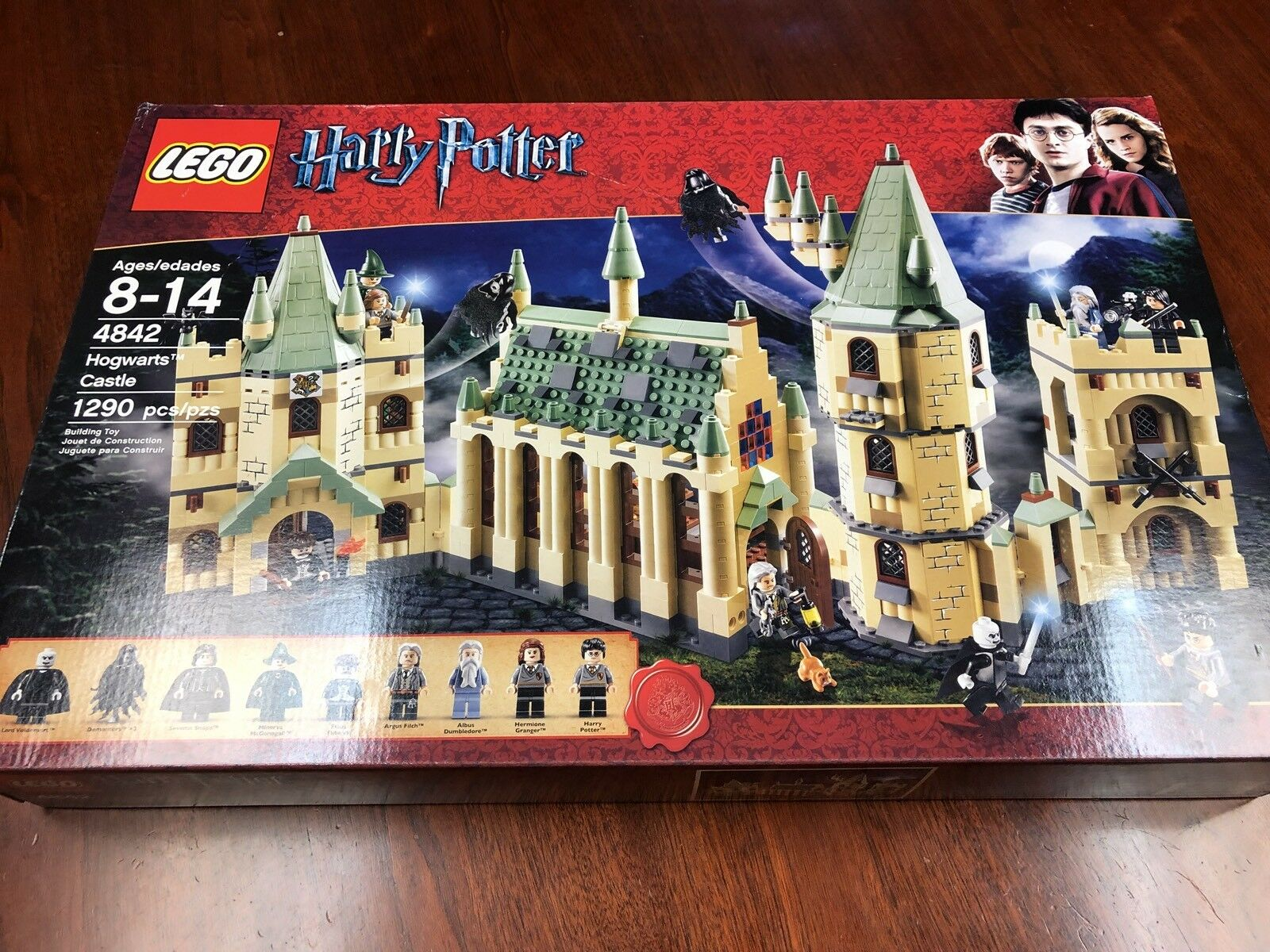LEGO 4842 Harry Potter Hogwarts Castle  2010 Brand nouveau - Retirouge  se hâta de voir
