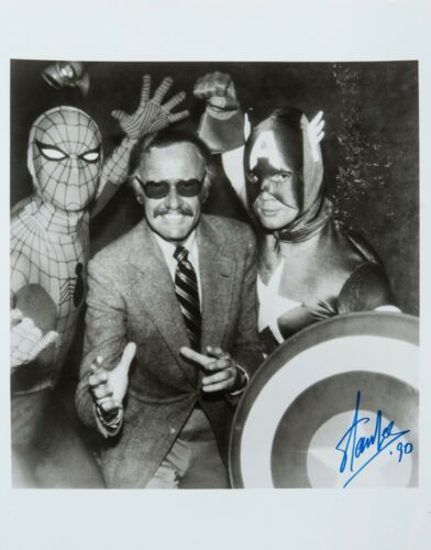 "New Art Print of Autographed Photo Comic Book Legend Stan Lee 7 3//4/"" X 8 1//4/"""