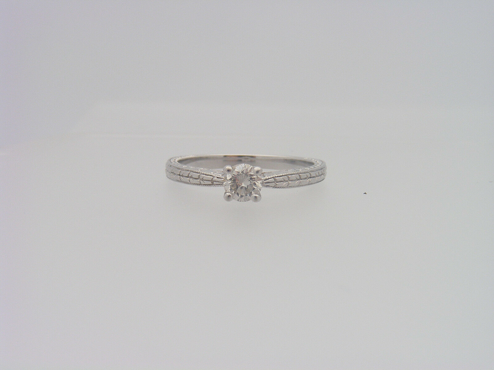 0.36 C.T.W. ROUND CUT DIAMOND VINTAGE MOUNTING SOLITAIRE ENGAGEMENT RING