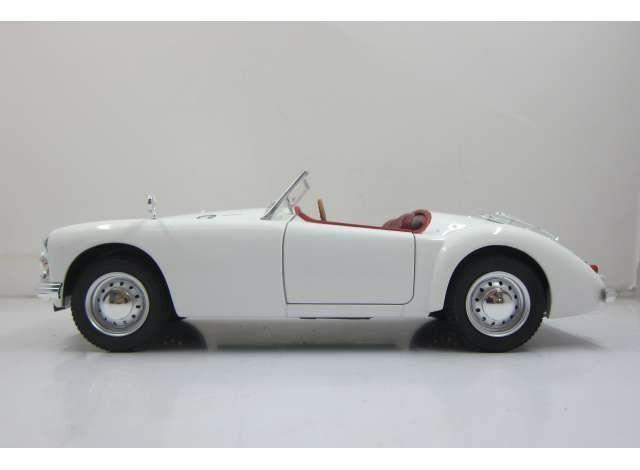 MGA, MKII, A1600, abierto, de 1961, blancoo, 1 18, Nuevo, triple 9.