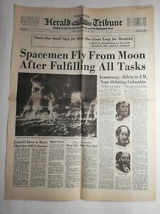 N197-La-Une-Du-Journal-herald-tribune-22-juillet-1969-spacemenen-fly-from-moon