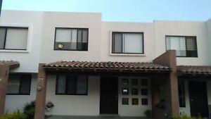 Casa en renta Lomas de Angelopolis 2 recamaras con jardin amplio y pergola