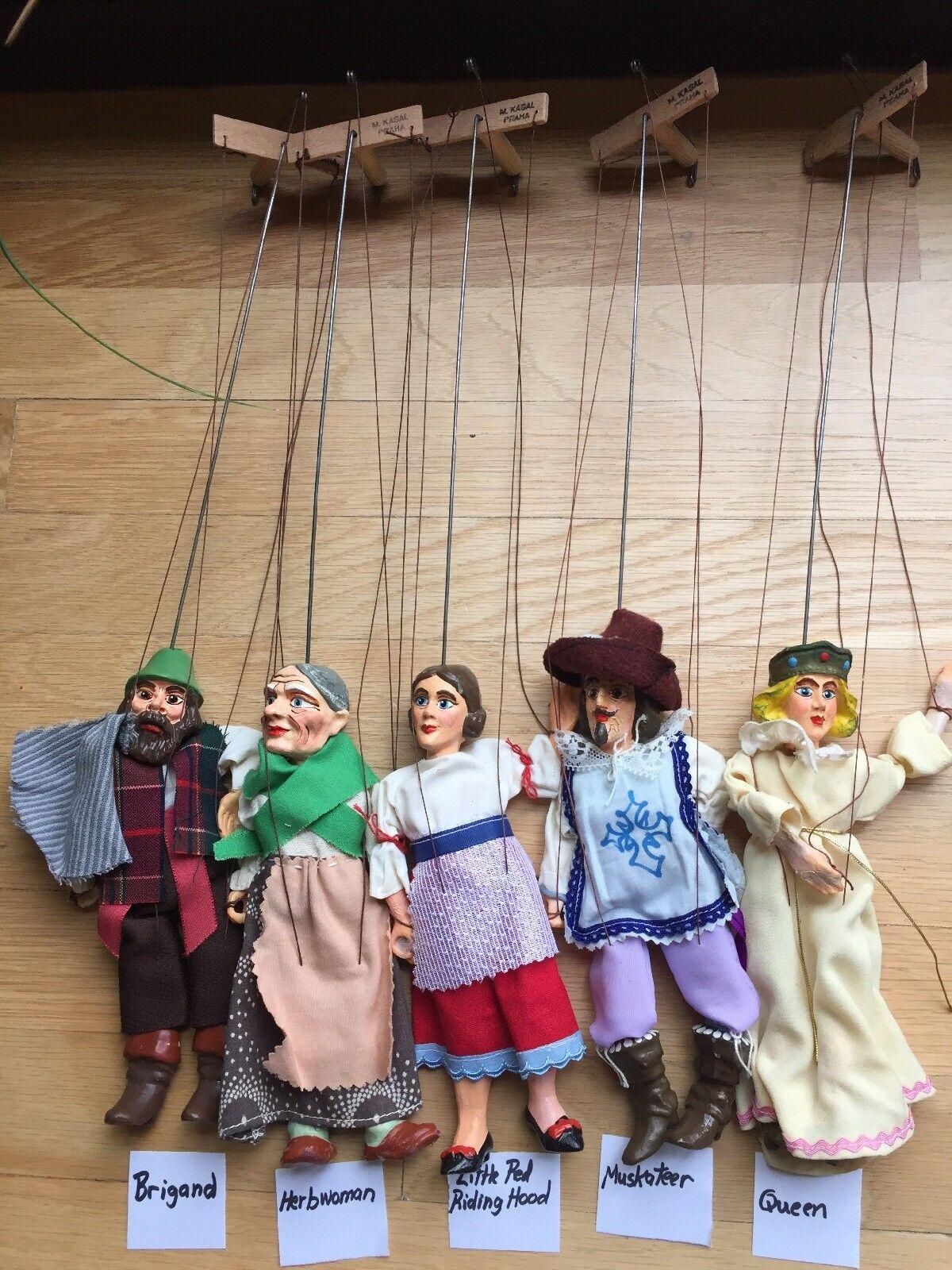 19 Marionetter, Scen, 4 Scener av Master Puppemaker Milos Kasal, Signerat Vintage
