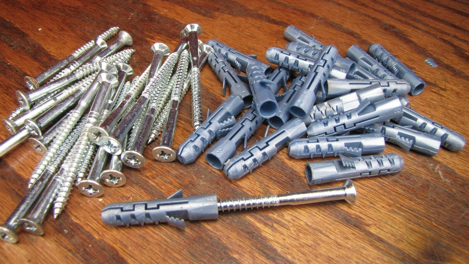 (25) elfa Easy Hang Shelving Wall Anchors #8 Fasteners with 2-1/2