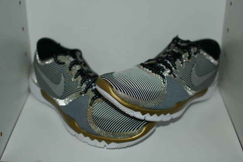 NIKE FREE TRAINER 3.0 V4 AMP -  MENS SIZE 10.5 SUPER BOWL 50