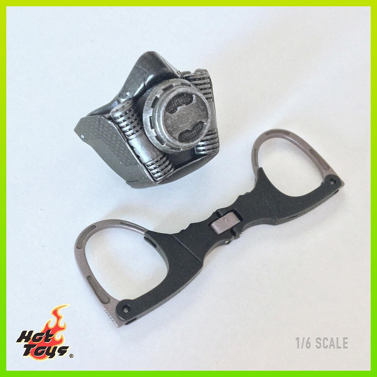 Caliente giocattoli MMS381 Suicide Squad Deadscaliente Exclusive Cuffs & Rebreather  Mask 1 6  in cerca di agente di vendita