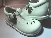 Stride Rite Girls Adorable White T-strap Shoes Infant Girls Size 8 M