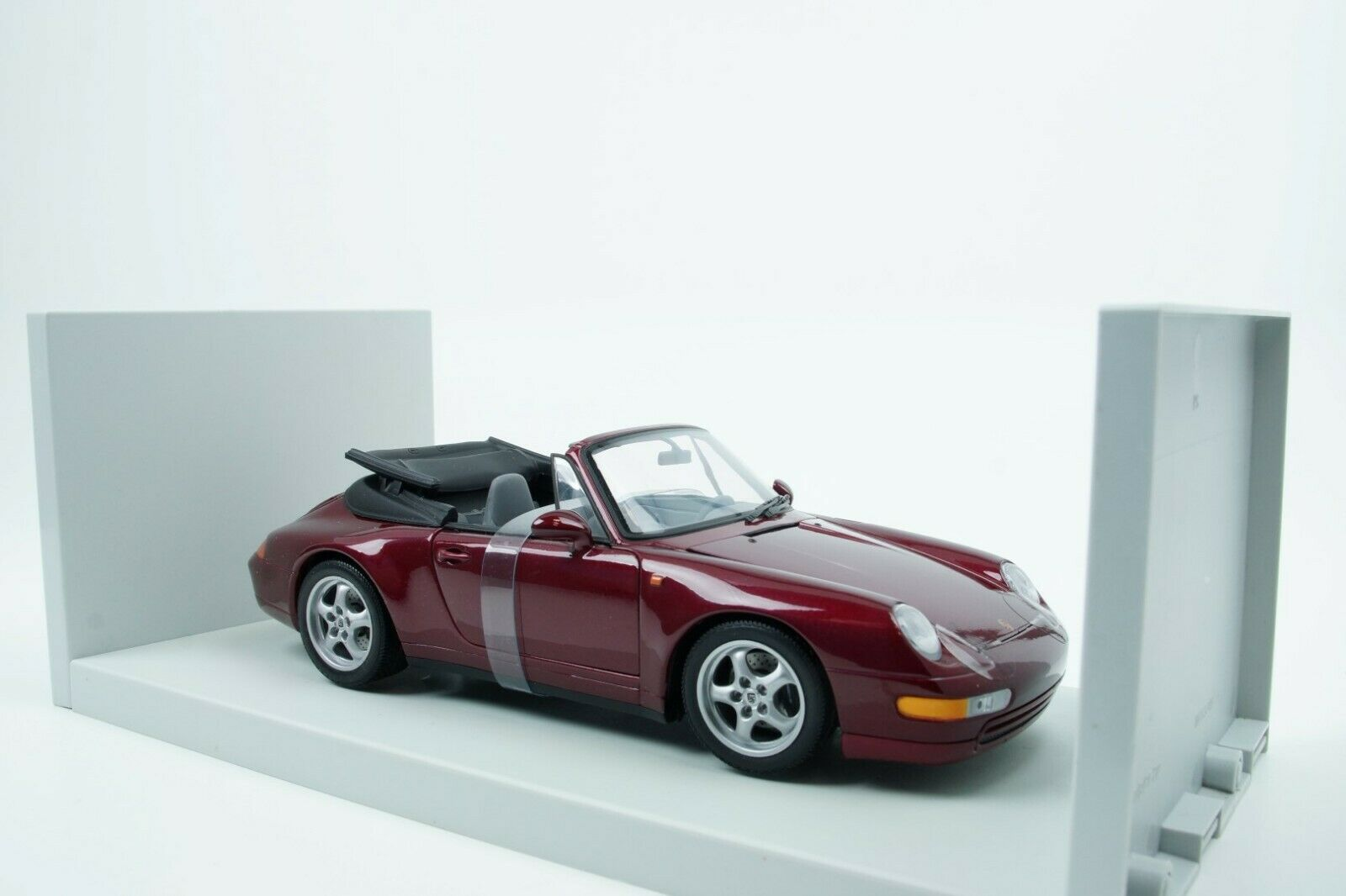 UT Models Porsche 911 Carrera (993) Cabrio 1997 lila 1 18 New  | Genial Und Praktisch