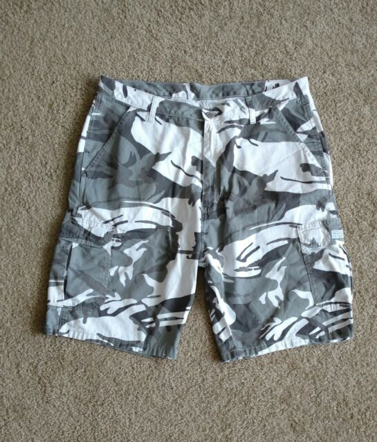 Wrangler Camo Cargo Shorts Men's Size 38 Gray White Cotton Casual Walking Shorts