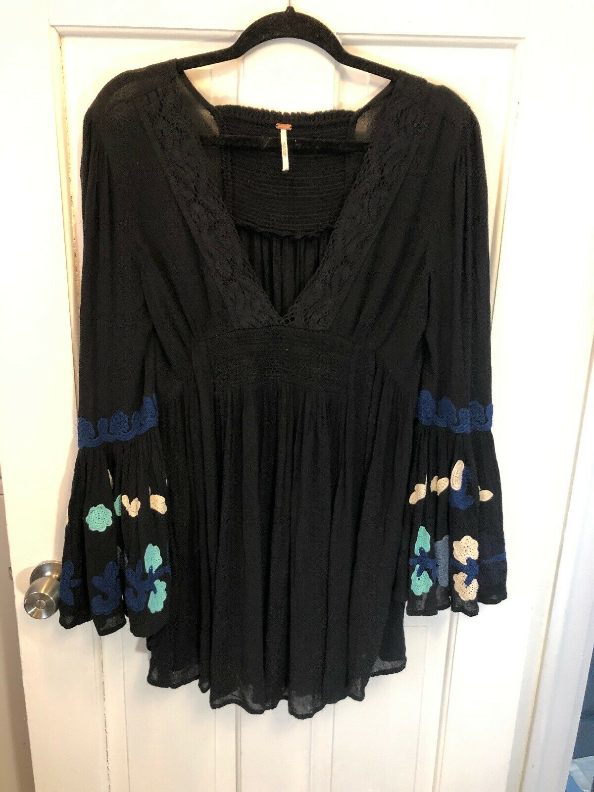8. New Free People schwarz Bell Sleeve V Neck Tuniic Embroiderot S