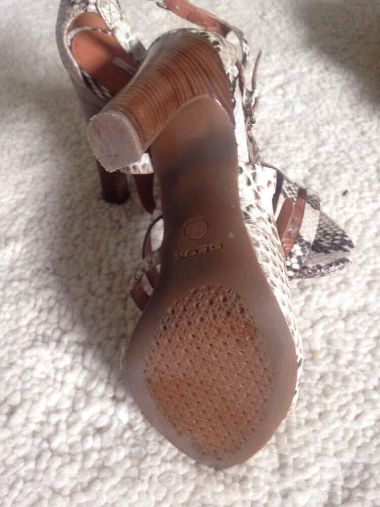 GEOX Sandale Riemchen Sandalette Gr. 38 / / / passt auch für 37 - Leder 65c8de