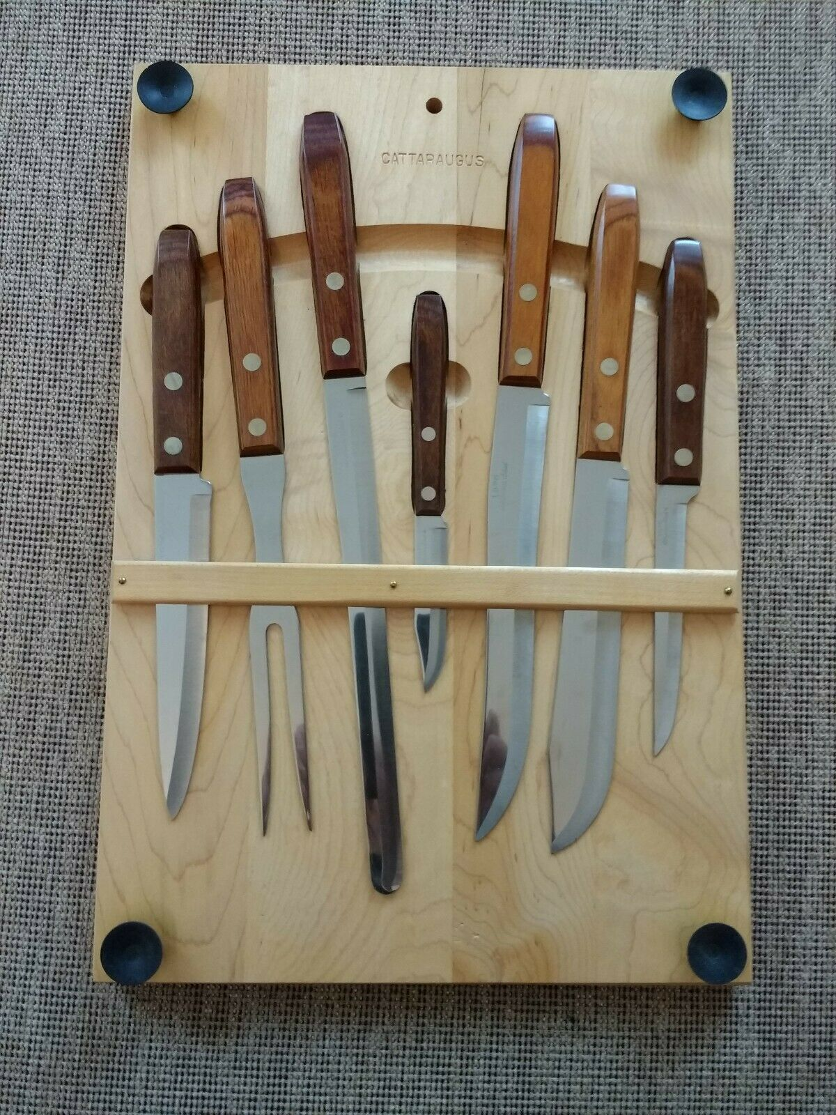 Cattaraugus Cutlery Set Knives & Cutting Board