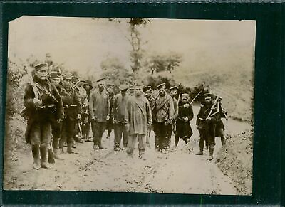 A Chinese thief punished by the Japanese soldier in Liaoyang 1904-8x10 photo
