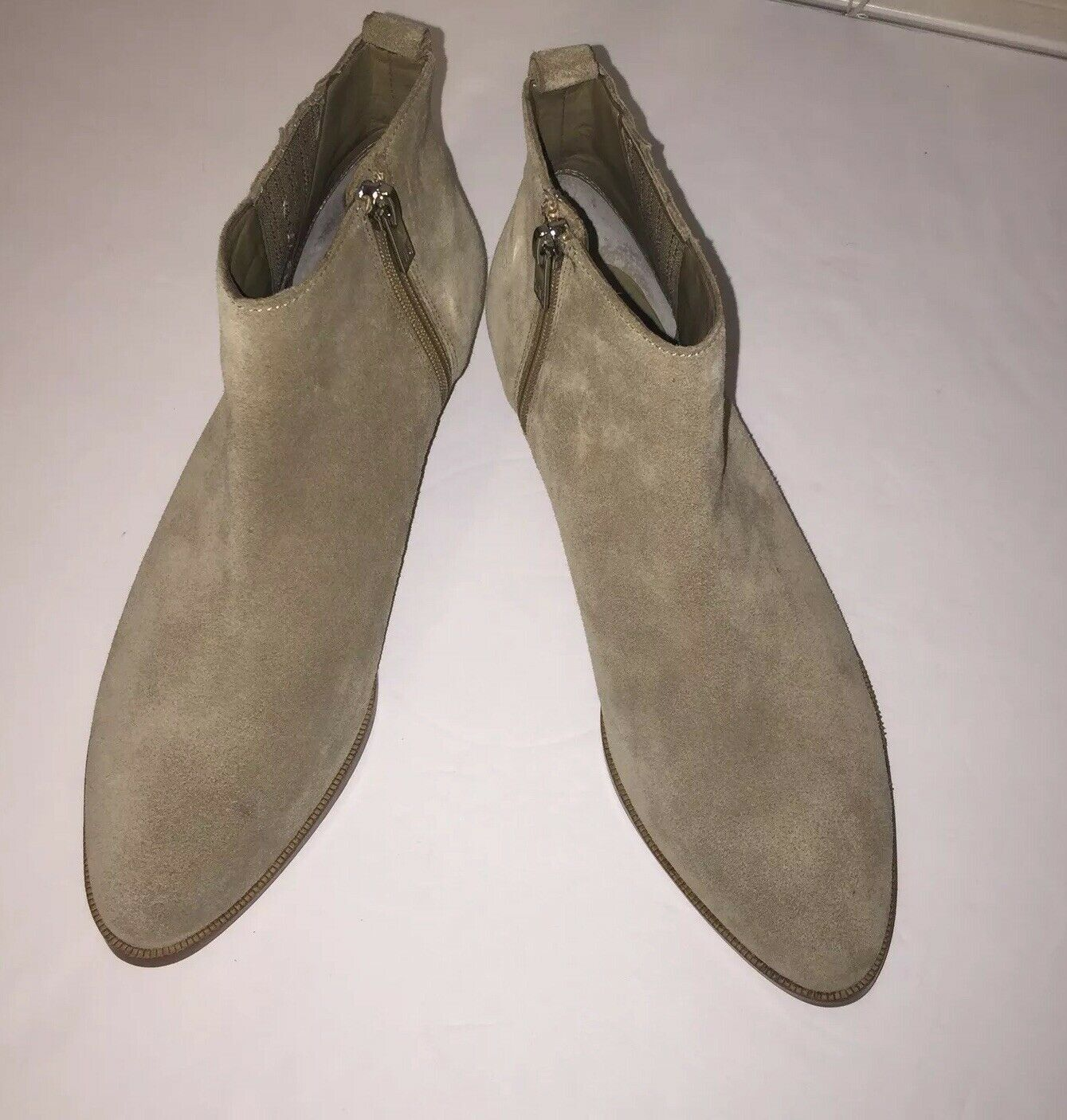 Ivanka Trump ITAVALI Taupe Suede Taille 6.5 Brand New Without Box