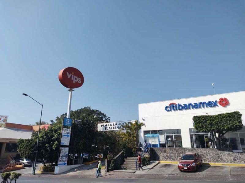 Renta de local en Plaza Comercial Av. Zapata, Cuernavaca...Clave 3400
