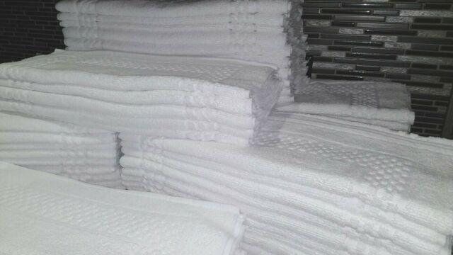 lot of 60 new white p//c blend hotel bath mats 7# 20x30