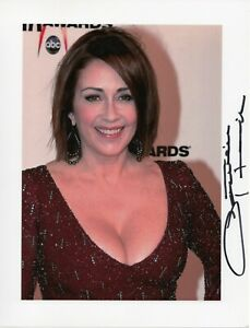 Patricia-Heaton-Autographed-8-5-x-11-in-Photo-The-Middle-Raymond-As-Pictured