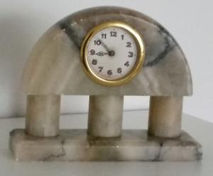 Mechanische-Marmor-Uhr-Alt