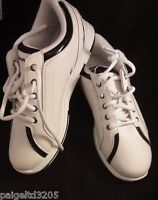 Brunswick Women's White / Black Rave Bowling Shoes Size 7 Medium Dl-001