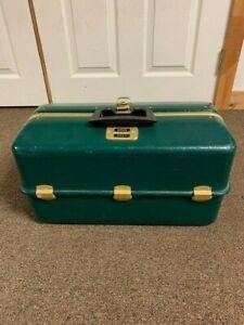 Vintage UMCO 1000U Seven Tray Tackle Box