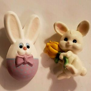 VINTAGE-1980-039-s-HALLMARK-Easter-Egg-Bunnies-Lot-of-2-Flower-and-Egg-Lapel-Pins