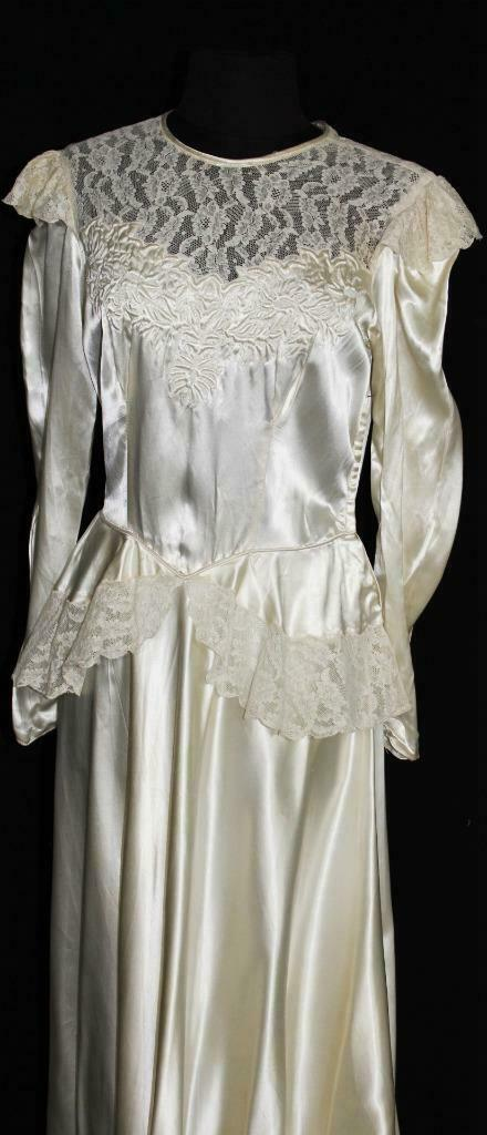 RARE VINTAGE 1940'S WHITE RAYON LIQUID SATIN WEDDING DRESS WITH LACE SIZE 6+