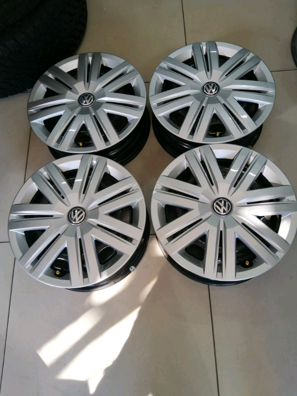 Brand new Volkswagen polo steel rims set with new covers 14 inch