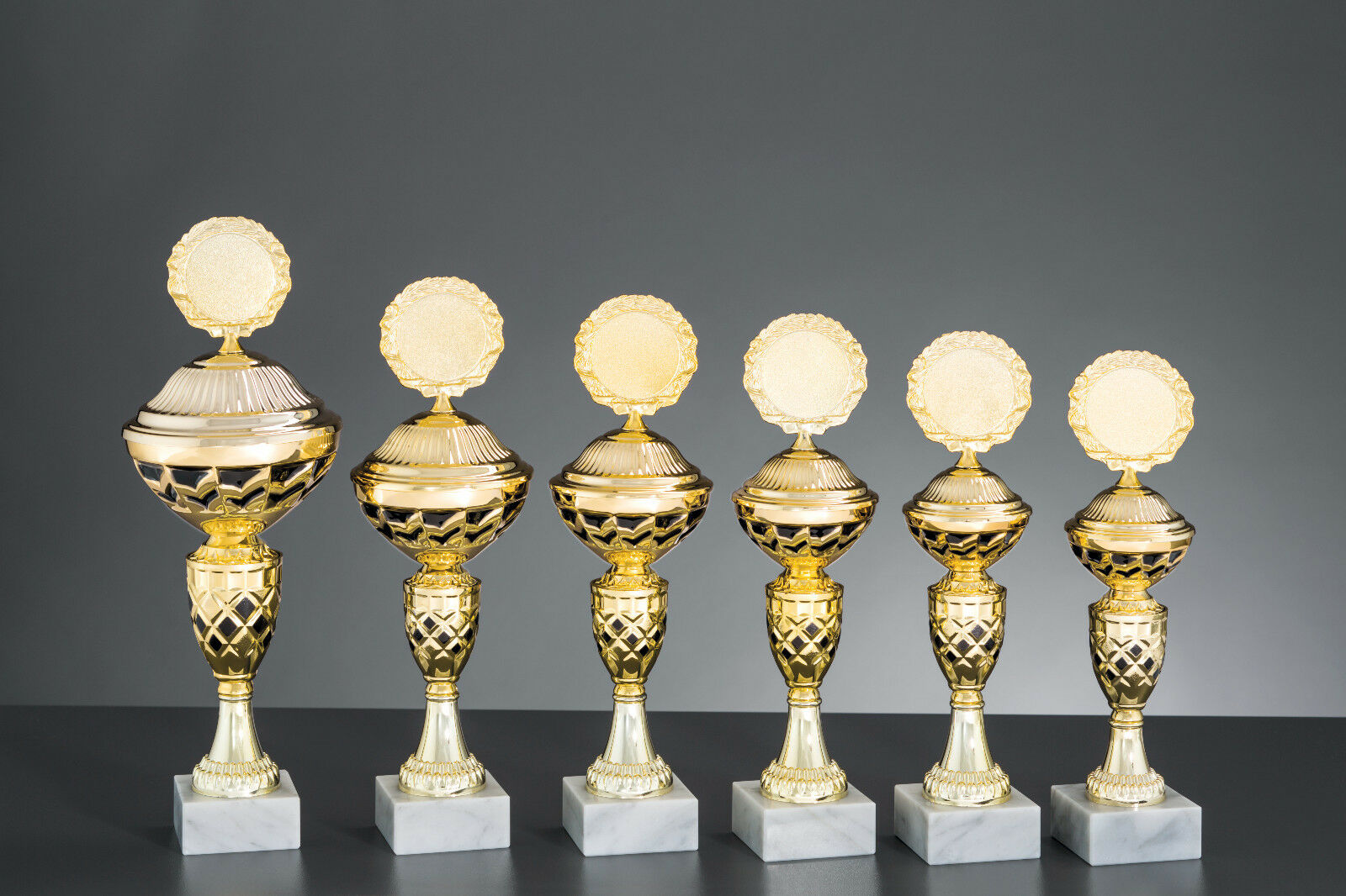 Pokale 6er Serie Serie Serie Carlotte gold/schwarz 27cm - 34cm 0b520e