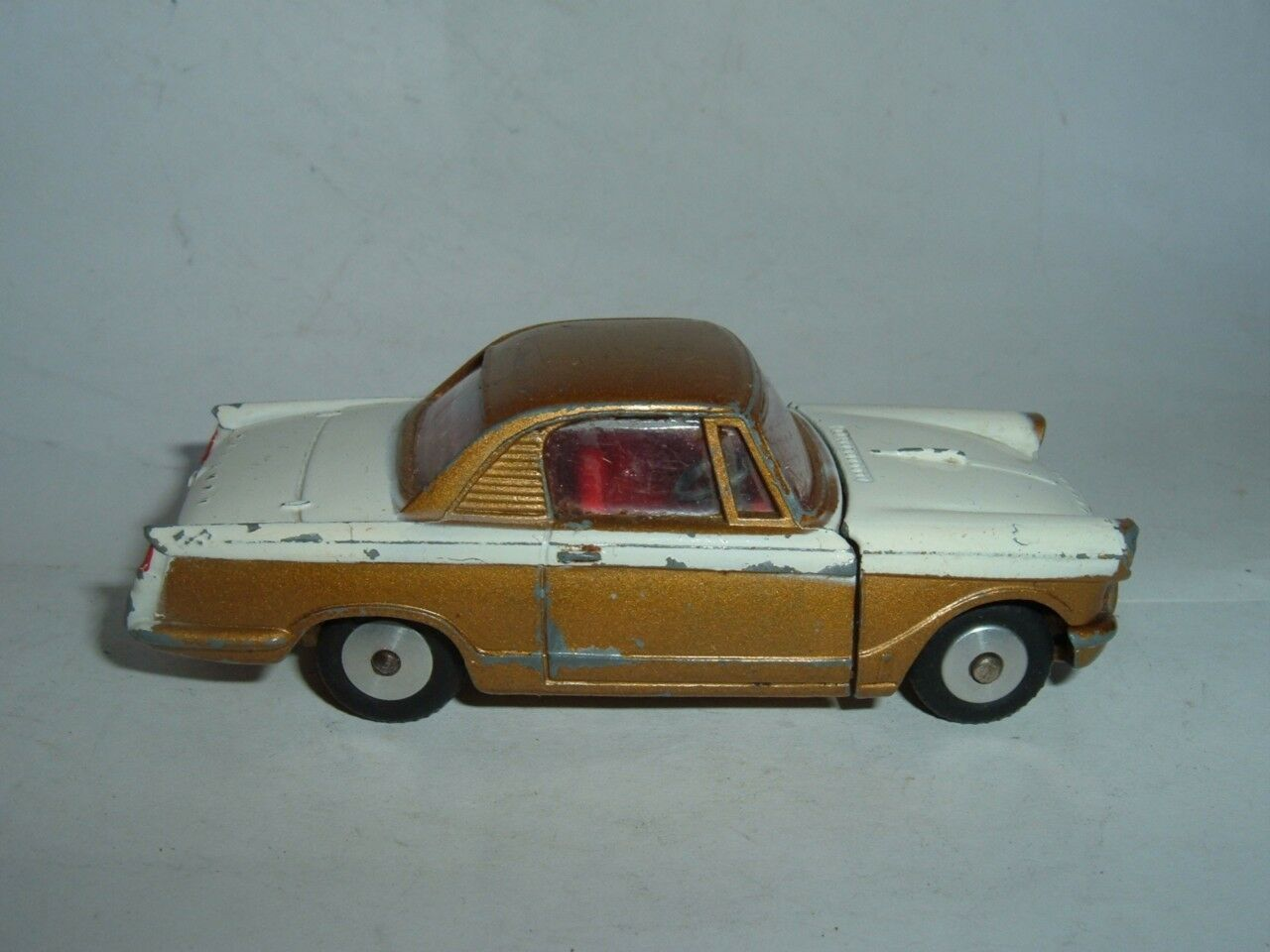 CORGI TOYS TRIUMPH HERALD COUPE VINTAGE CAR IN USED CONDITION SEE THE PICTURERS