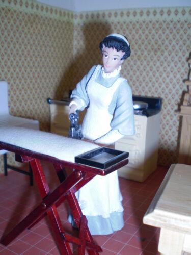Casa De Muñecas Figuras 1//12th escala Maid Planchado Poliéster//Resina