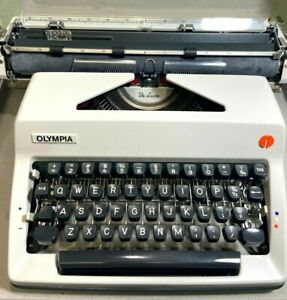 Olympia Typewriter SM9 De Luxe Gray in Case Excellent Working Condition Vintage